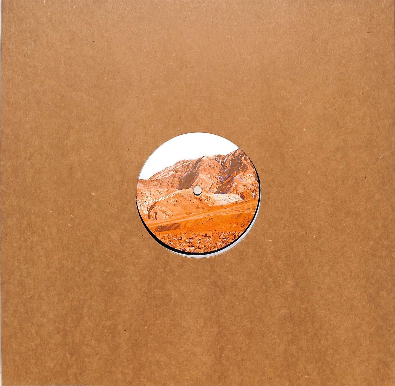 Noah Skelton - AMOUR 02