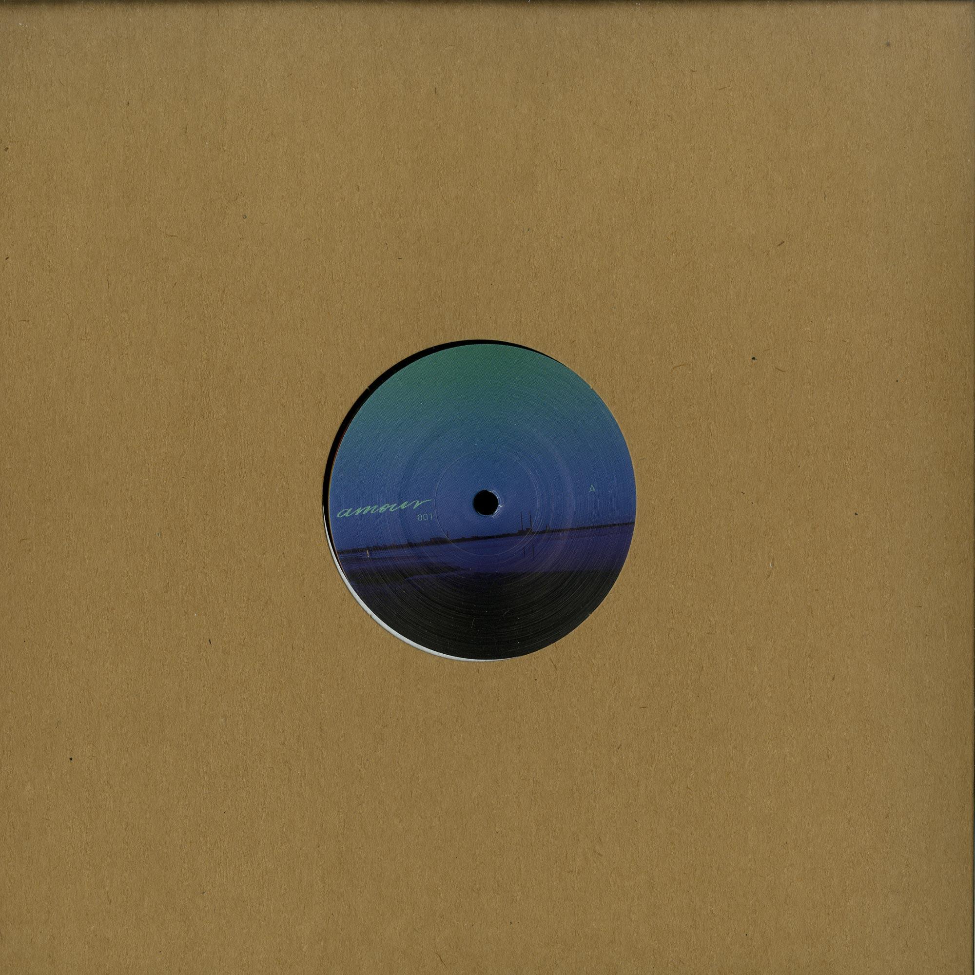 Noah Skelton - AMOUR 01